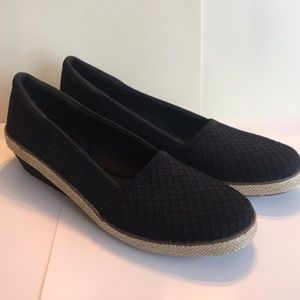 Women's Grasshopper Black Slip ons